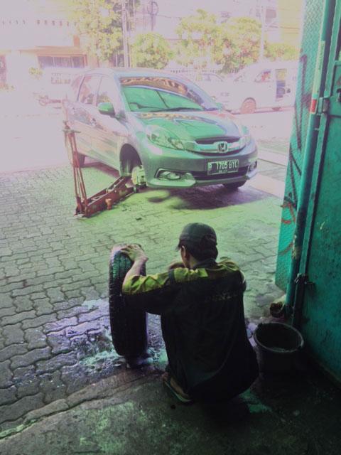 Ban Mobil Bocor